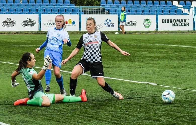 Bydgoskie piłkarski przegrały na własnym stadionie z Czarnymi Sosnowiec 0:6 (0:2) w swoim piątym meczu w ekstralidze. KKP nadal bez punktu i trafienia