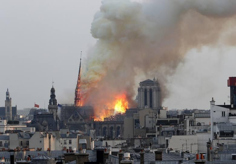 Wspaniała katedra gotycka Notre Dame (pl. Nasza Pani), symbol Paryża, została ukończona w roku 1260. Na przestrzeni wieków przechodziła rozmaite modernizacje