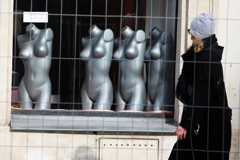 Czarna wiosna w Krakowie: nie doczekawszy pomocy państwa, przedsiębiorcy tną koszty. Chcą utrzymać pracowników, ale wielu na to nie stać