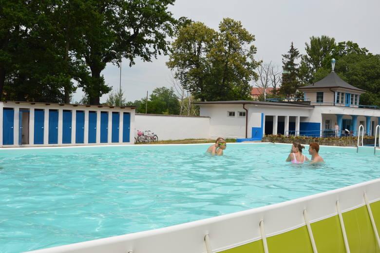 Żagań. Dwa baseny stelażowe to dal mieszkańców awaryjny plan na lato. Zobacz zdjęcia