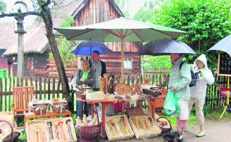 WdzydzeCo roku, gdy tylko pogoda dopisze, jeziora i rzeki we wschodniej Polsce są wręcz oblegane przez amatorów żeglarstwa i kajakarstwa. Dla tych, co