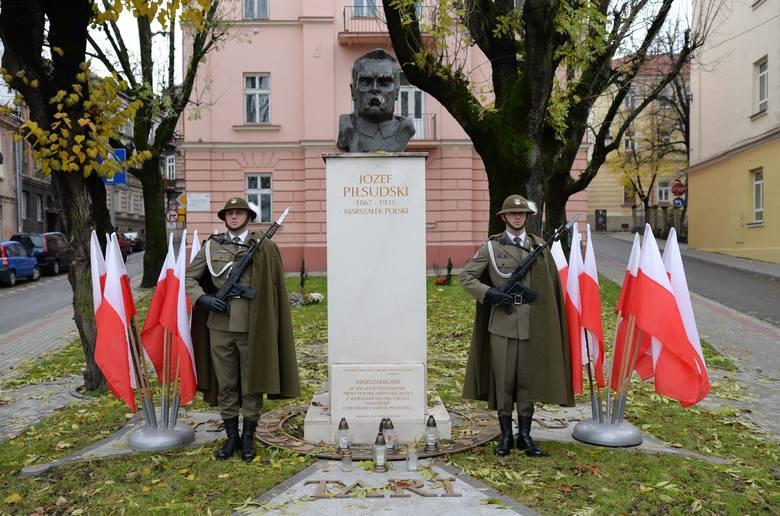 11 listopada to w Przemyślu drugi dzień obchodów 101. rocznicy odzyskania przez Polskę niepodległości. Po mszy św. w archikatedrze przemaszerowano pod