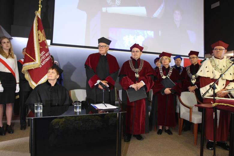 Pierwszy z prawej rektor SUM, prof. Przemysław Jałowiecki, pod którego rządami uniwersytet przeżywa bardzo dobre chwile