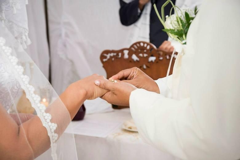 Ślub kościelny to dla katolików ważne wydarzenie. Są jednak pewne przesłanki, które sprawią, że nie każdy będzie mógł wziąć ślubu przed ołtarzem. Zobaczcie,
