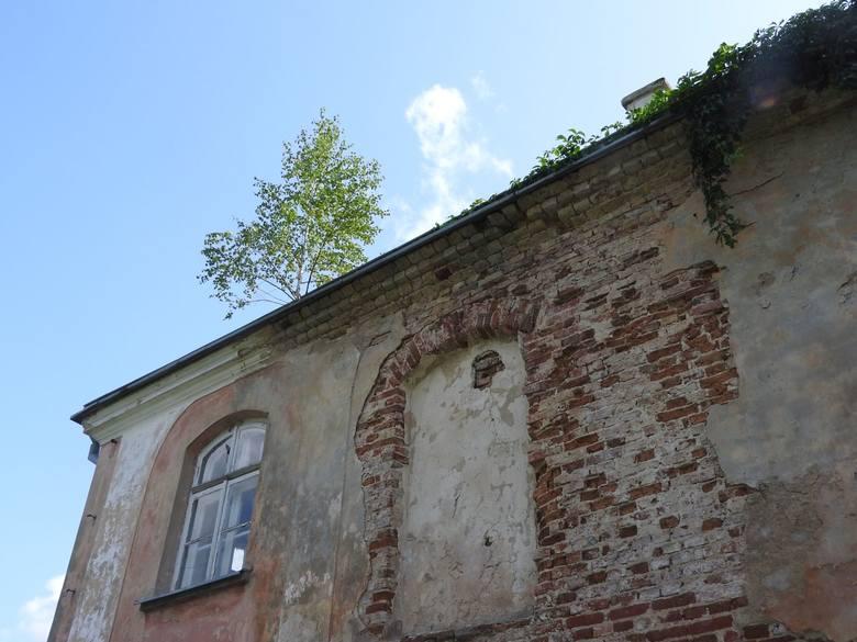 Odkrywamy tajemnice budynku przy pałacyku w Choroszczy. To nie XVIII, ale XX wiek. Jednak obiektowi należy się ochrona