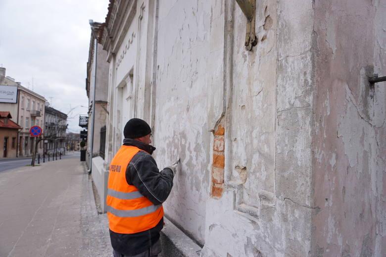 Brama Pałacu Sobieskich w Lublinie w remoncie. Czy sam budynek doczeka się renowacji? Zobacz zdjęcia