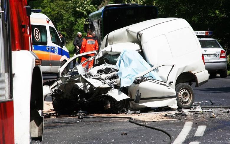 Tragiczny wypadek na ul. Przestrzennej. Jedna osoba nie żyje, ośmiu rannych [zdjęcia]