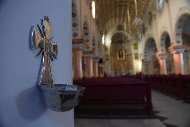 Najnowszy sondaż. Polacy nie chcą nauczania religii w szkołach i zdecydowanie wolą przeniesienie jej do parafii