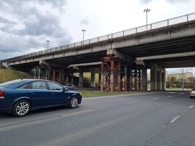 Zakres inwestycji obejmuje rozbiórkę obecnego obiektu i budowę w tym miejscu nowego wiaduktu. Powstaną też nowe chodniki, drogi rowerowe i oświetlenie