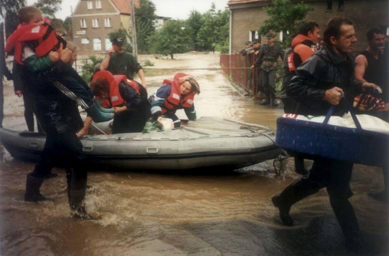 Ze szpitala ewakuowano także piętnaścioro leżących tam dzieci.
