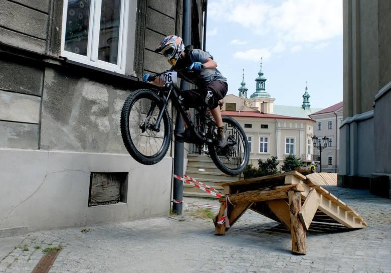 W sobotę w Przemyślu rozpoczęła się szósta edycja Bike Town Festiwal. Pierwszy dzień tej rowerowej imprezy to downtown – jazda na czas przez miasto.