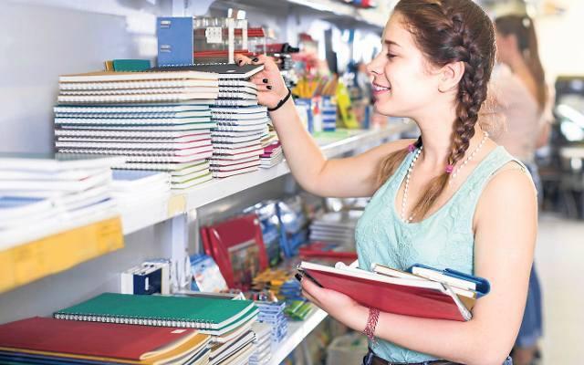 Wyprawka szkolna. Coraz więcej rodziców kupuje artykuły szkolne przez internet