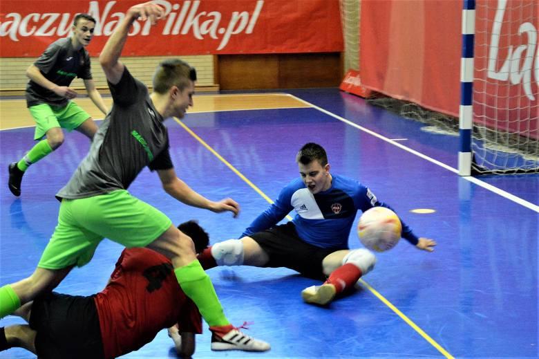 Fablok Chrzanów rozpoczął od zwycięstwa mistrzostwa Polski w futsalu U-16, których jest gospodarzem.
