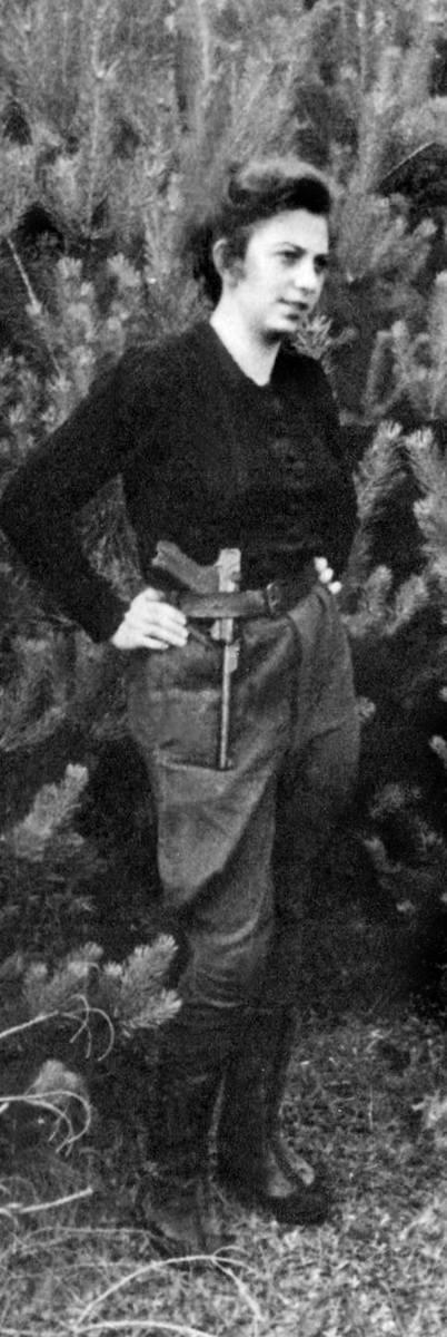 Część oddziału Edmunda Łukawieckiego latem 1944 r. Od lewej: Ludwik Żegowski, Władek, Berish Brand, Anshel Bogner, niezidentyfikowany osobnik, Mundek