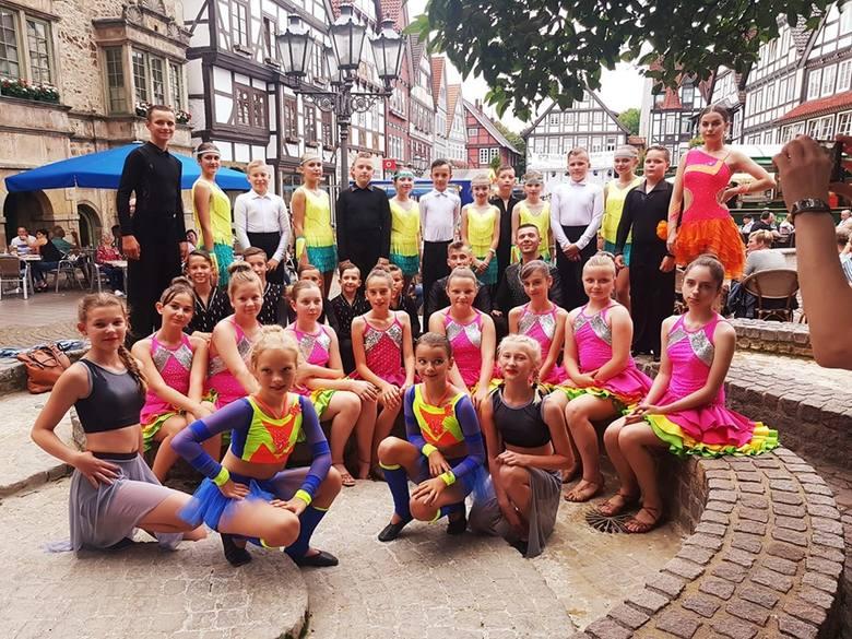 Tancerze z Gracji i Finezji ze Sławna odwiedzili niemieckie miasto partnerskie Rinteln, gdzie zaprezentowali się przed zgormadzoną publicznością. - Na