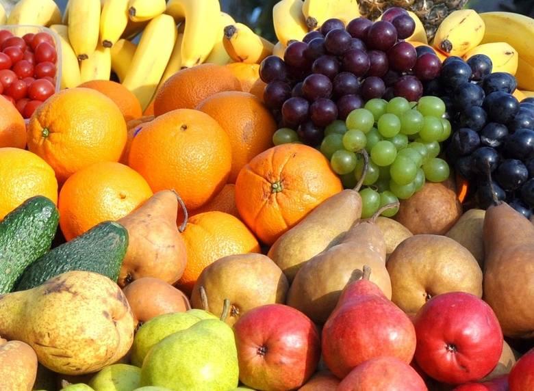 Zalecana liczba porcji: 3.Wielkość porcji: 1 owoc średniej wielkości lub 1 szklanki krojonych owocow albo 1/4 szklanki suszonych owoców.Produkty: jabłka,
