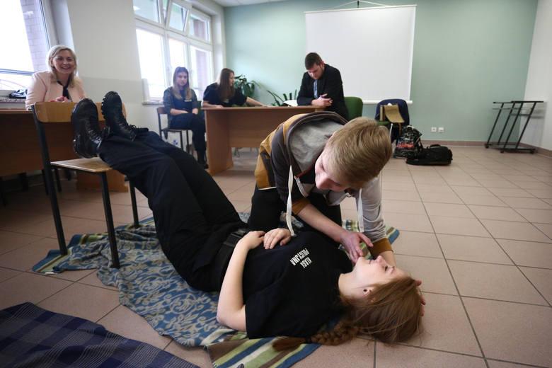 Na terenie słupskiego szpitala odbył się happening o zdrowiu, przygotowany przez uczniów Zespołu Szkół Informatycznych w Słupsku. Były pokazy ratownictwa,