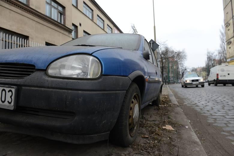 Najwięcej nieużywanych pojazdów odnotowano na Piątkowie i Winogradach (169). Na drugim miejscu znalazła się Wilda, gdzie doprowadzono do usunięcia 112 samochód. Na niechlubnym podium znalazł się również Grunwald - 87 pojazdów. Najmniej pracy strażnicy mieli na Starym Mieście. Tam z kolei usunięto...