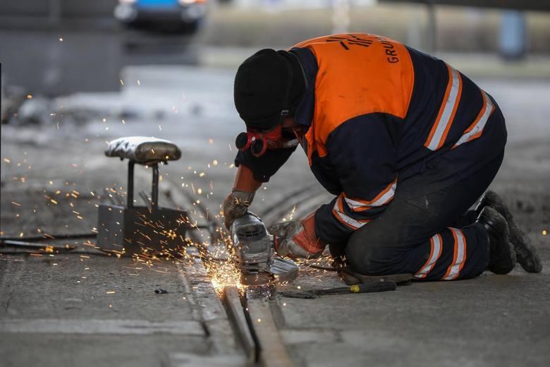 Już dzisiaj zaczyna brakować w Polsce rąk do pracy, a co będzie w przyszłym roku?