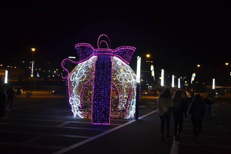 Ozdoby świąteczne w Jaworznie zdobią już miasto ZDJĘCIA