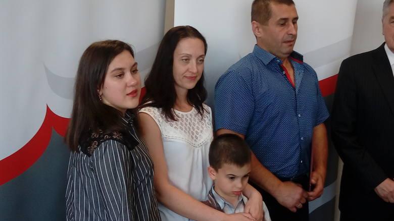 - Bohaterem jestem dla mojego syna, to całkiem wystarczy - mówił dziś na konferencji prasowej w Gorzowie 48-letni Andrej Sirowatskyi. Żona i córka podkreślały: - To dzielny człowiek, zawsze i każdemu chętny do pomocy. Jest naszym bohaterem od zawsze.