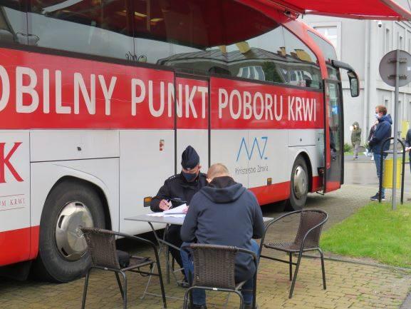 """W Zwoleniu krew oddali policjanci i """"cywilni"""" mieszkańcy miasta."""