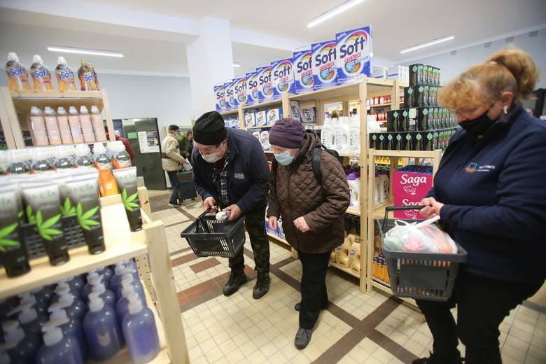Pierwszy sklep socjalny powstał w Katowicach, a jeden z kolejnych ma pojawić się w Wojkowicach Zobacz kolejne zdjęcia/plansze. Przesuwaj zdjęcia w prawo