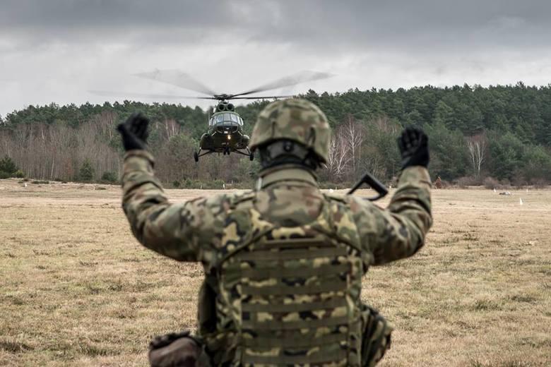 6 lutego na poligonie w Wędrzynie odbyły się kolejne ćwiczenia wojskowe. Tym razem żołnierze realizowali zadania w ośrodku zurbanizowanym oraz na lądowisku.