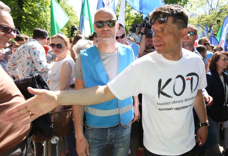 Marsz KOD i opozycji. Błękitny marsz 7 maja w Warszawie