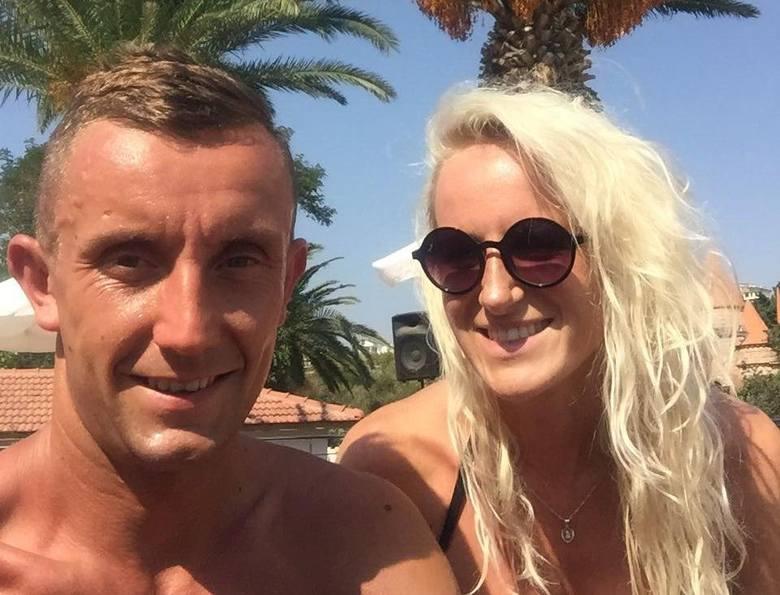 Znany biegacz Łukasz Woźniak ze Strawczyna kilka tygodni temu poślubił Wiolettę, która pracuje w policji, ale też z powodzeniem uczestniczy w imprezach