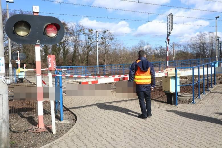 Śmiertelny wypadek na przejeździe kolejowym we Wrocławiu