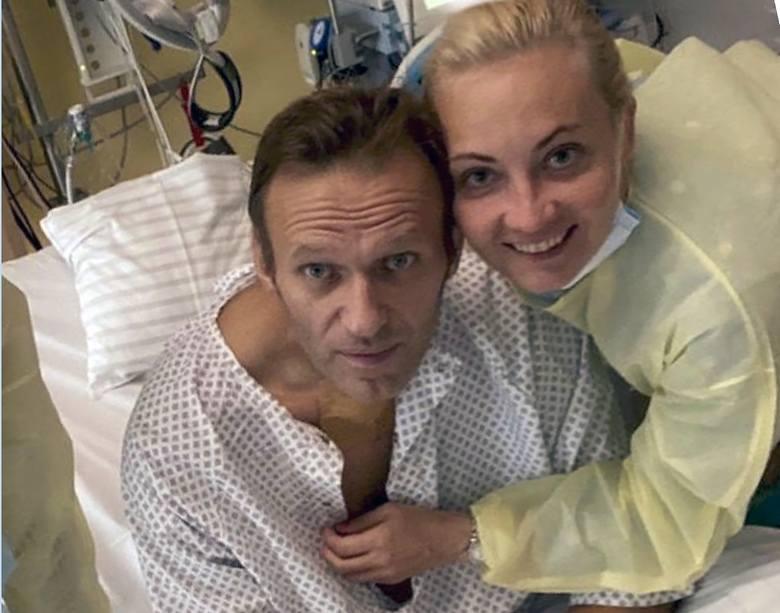 Niemiecka prasa ujawniła, że kanclerz Angela Merkel odwiedziła Aleksieja Nawalnego, gdy opozycjonista był w berlińskim szpitalu