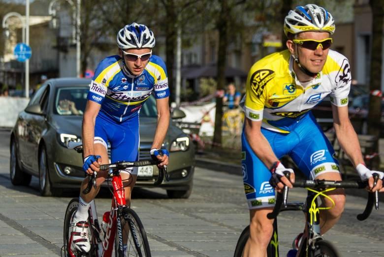 Patryk Złotowicz (z lewej) zajął 2. miejsce w kategorii młodzieżowców wyścigu Visegrad V4.