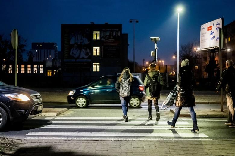 W Bydgoszczy w trzecim etapie zostanie doświetlonych 15 przejść dla pieszych.