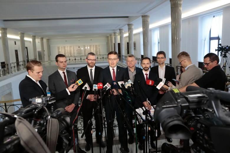 Konfederacja skieruje do Sądu Najwyższego protest wyborczy. Domaga się unieważnienia wyborów parlamentarnych. Zdaniem posłów działania TVP przyczyniły