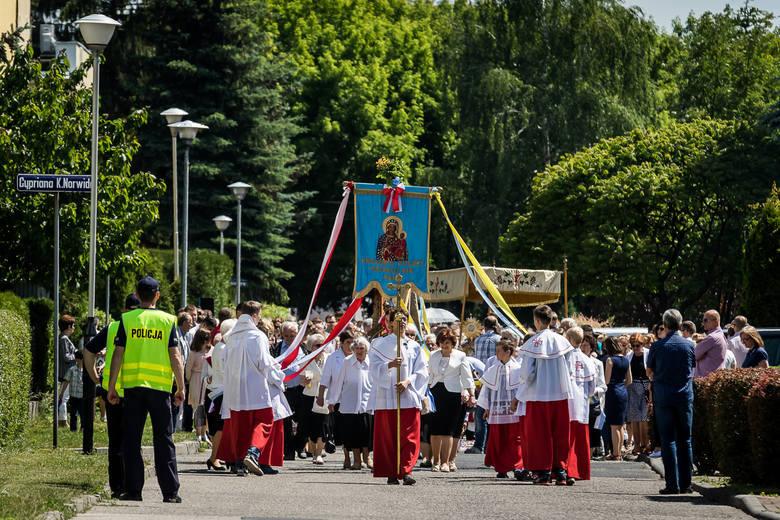 W Boże Ciało wierni wyjdą na ulice. Podajemy trasy, którymi przejdą procesje z wybranych kościołów w Bydgoszczy.>>Godziny i trasy procesji