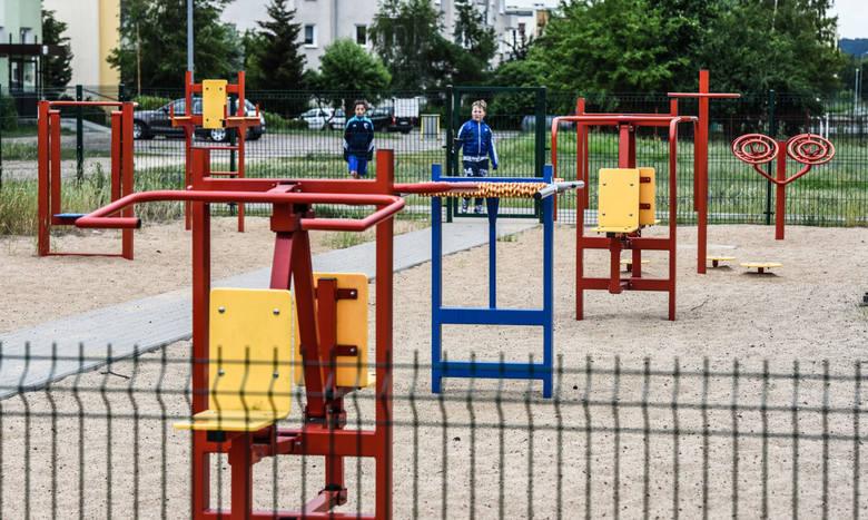 Inne siłownie na świeżym powietrzu znajdują się mi.in. w Fordonie na ul. Twardzickiego.