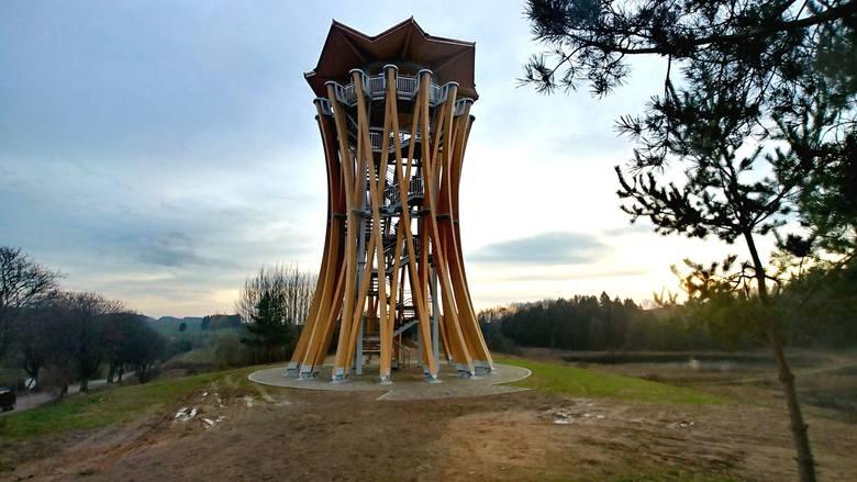 Imponująca konstrukcja, z której można podziwiać piękne widoki, budzi ogromne zainteresowanie.