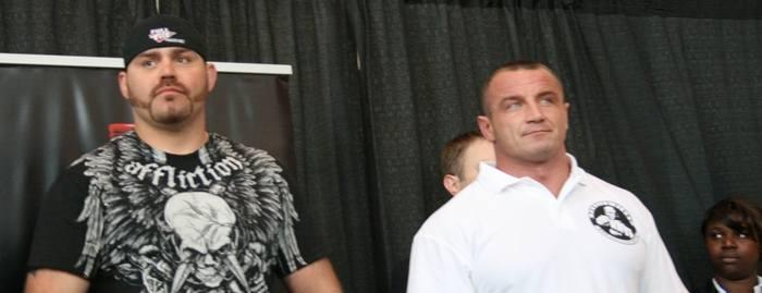 Pudzian był pewny swego na ważeniu przed walką. W ringu, odbijał się od Tima Sylvii jak od ściany. Tyle że ta ściana potrafiła zadawać ciosy, więc walka