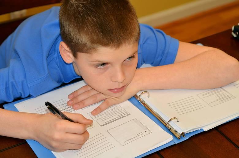 Gdy dziecko ma poważne trudności ze skupianiem się, warto skonsultować się z psychologiem, by wykluczyć możliwość występowania u niego zespołu deficytu