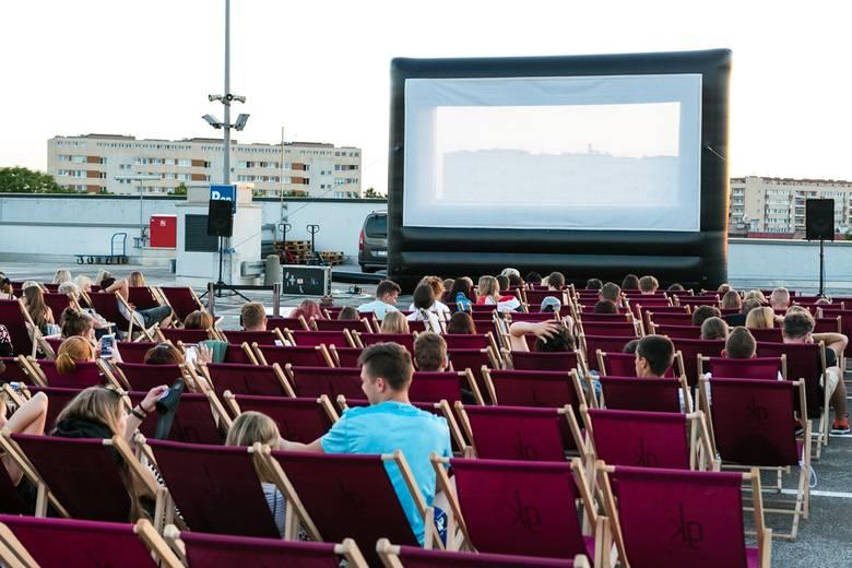 Kino pod chmurką na dachu Kaskady. Zainteresowanie było bardzo duże!