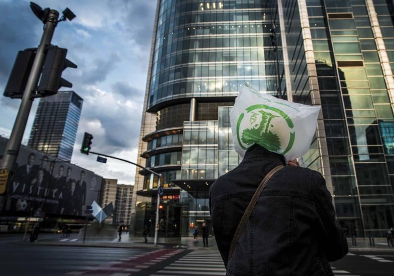 Życie na ulicach: niezwykłe zdjęcia Marcina Urbanowicza. Musicie je zobaczyć