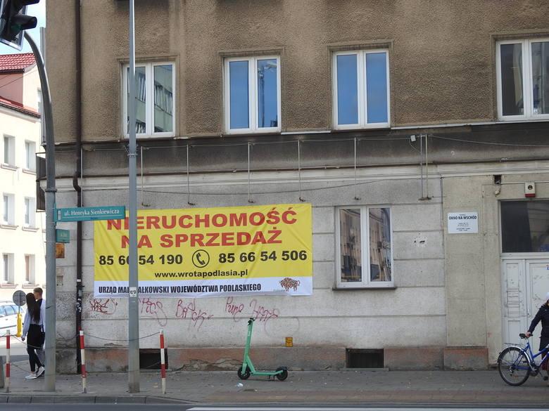 Tak wygląda budynek u zbiegu ul. Sienkiewicza i Złotej.