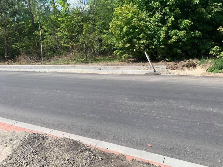 Tak wygląda obecnie remontowana droga powiatowa w Bytnicy, na którą złożył się miejscowy samorząd wraz ze starostwem. Czy ulica Kresowa doczeka się podobnej