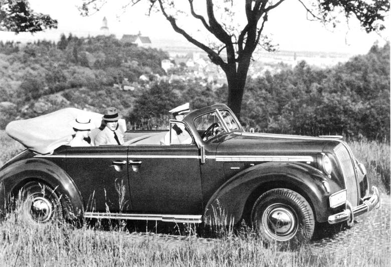 Luksus sprzed lat osiemdziesięciu: Opel Admiral jako czterodrzwiowy kabriolet. Zdjęcie z ówczesnego firmowego katalogu