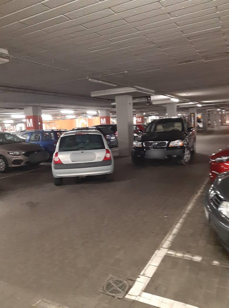 Oto nowi mistrzowie parkowania w Przemyślu. Zdjęcia otrzymaliśmy od internautów na alarm@nowiny24.pl i znaleźliśmy na portalu społecznościowym Facebook.ZOBACZ