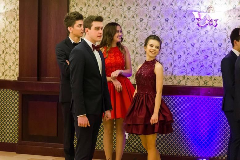 Hotel Dworek Tryumf gościł młodzież z III Liceum Ogólnokształcącego w Białymstoku. To była studniówka 2017.