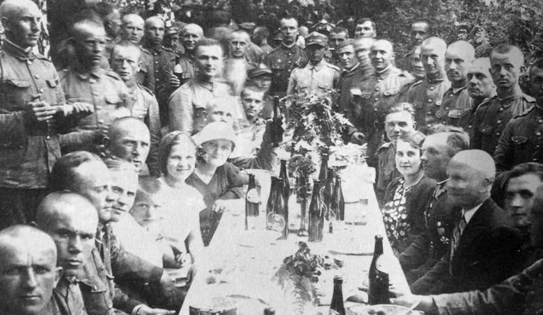 Z okazji wizyty Piłsudskiego wydano obiad w ogrodach Pałacu Branickich, 21 sierpnia 1921 roku. Do stołów zasiadło aż 2 tysiące gości