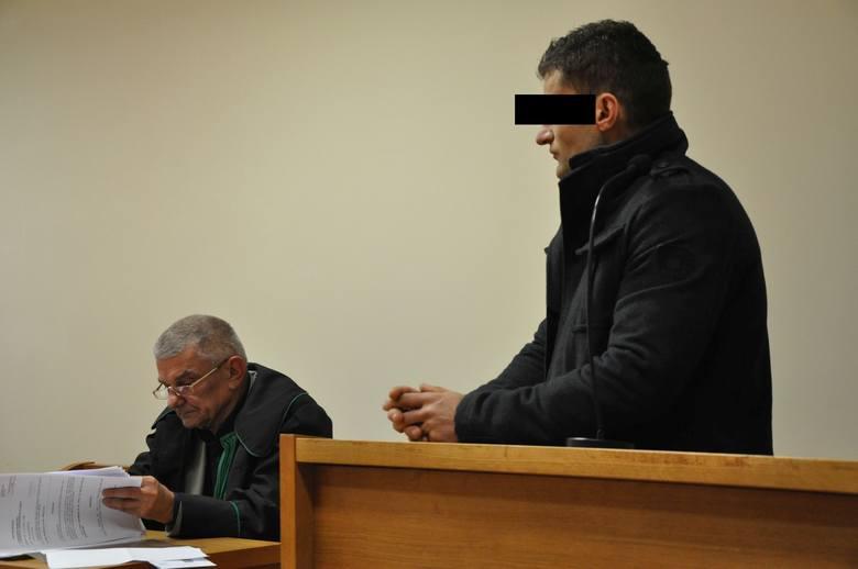 Daniel R. wcześniej oskarżony został o wysłanie SMS-a z groźbą załatwienia i spalenia ekologa Adama Ulbrycha. Sąd Rejonowy w Kluczborku uniewinnił go,