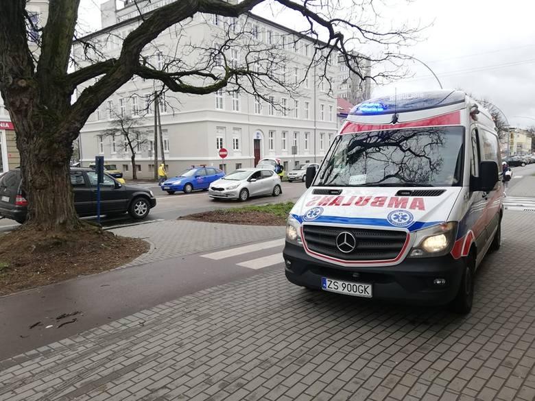 W piątek po południu, u zbiegu ulic Zwycięstwa i Traugutta w Koszalinie doszło do wypadku. Kierowca citroena potracił pieszego na przejściu dla pieszych.